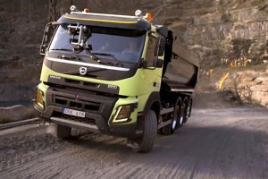 Hamster-Driving-Volvo-Truck-Up-Quarry__7_-Volvo-FMX-being-steered-by-hamster