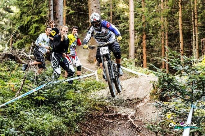 Jozef Ondič MAJSTER SR v ELITE bang downhill team 2015 aa